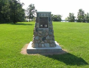 Cairn at Andersan Way, School Point